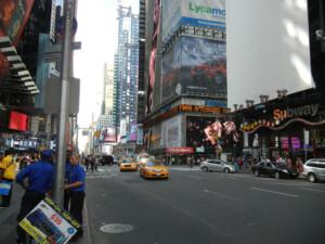 タイムズスクエア周辺。 都会です。。。